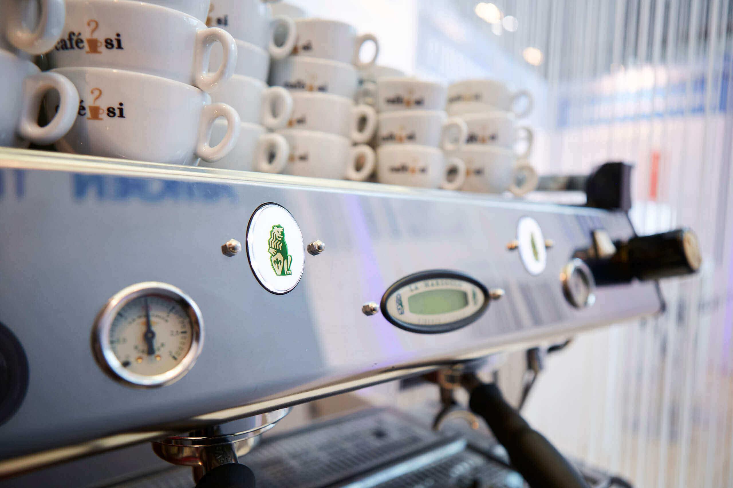 Nahaufnahme La Marzocco Kaffeemaschine