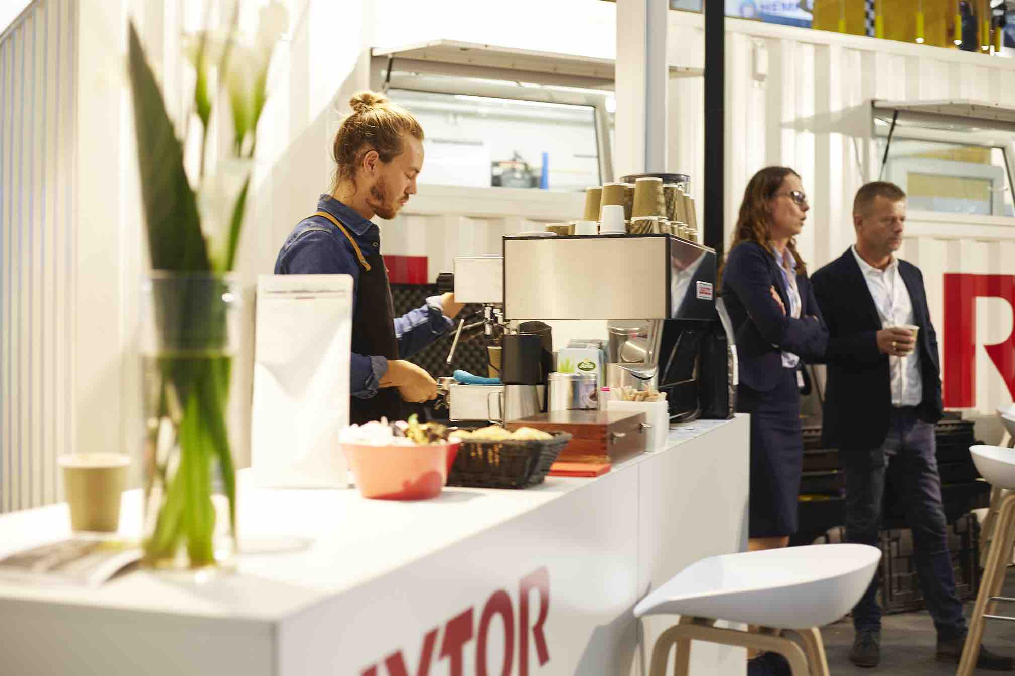 goldenblack Barista am Messestand